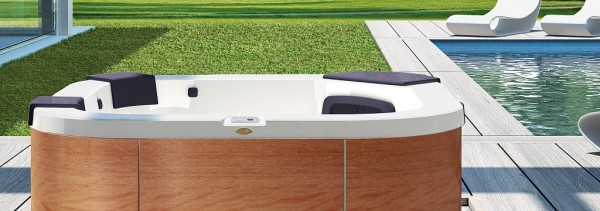 Delfi-Hot-Tub-Garden header